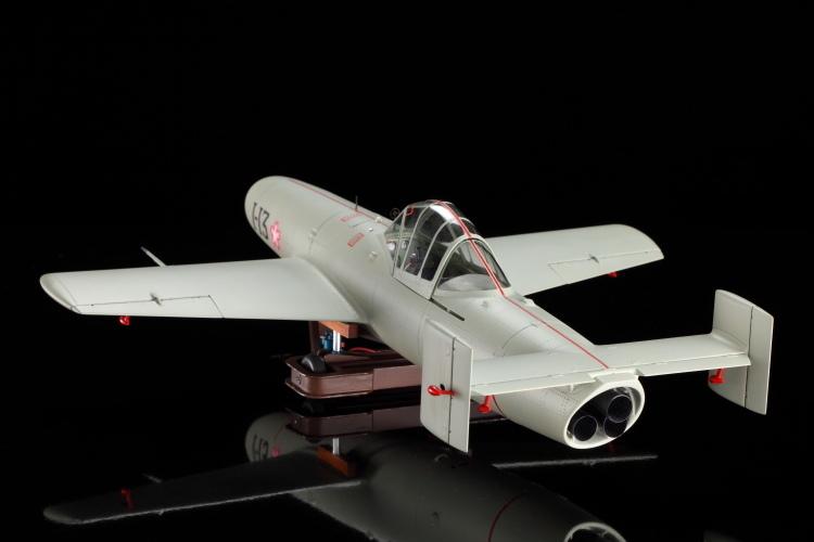 東京青山骨董通りにあるウイング・クラブは日本で唯一の本格的、完成品飛行機・艦船模型の専門店です。